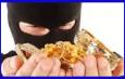 चार पुलिसकर्मियों ने 60 लाख का सोना लेकर मुझे छोड़ दिया : चोर