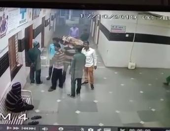 करवा चौथ के पहले अस्पताल में जूतों से पूजा!