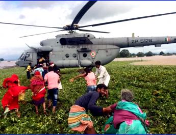 मप्र में बाढ़ प्रभावितों को बचाने के लिये तैयार हैलीकॉप्टर नहीं भर पा रहे उड़ान!